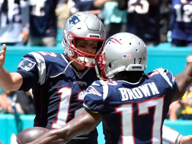 Antonio Brown Wants to Join Tampa Bay Buccaneers to Play With Tom Brady
