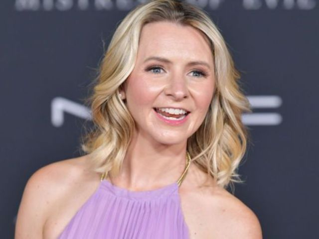 '7th Heaven' Star Beverley Mitchell Pregnant With Rainbow Baby Following Miscarriage