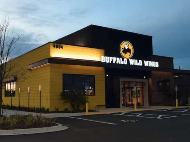 Buffalo Wild Wings Shades Astros Over Cheating Scandal, and Their Fans Are Threatening to Boycott
