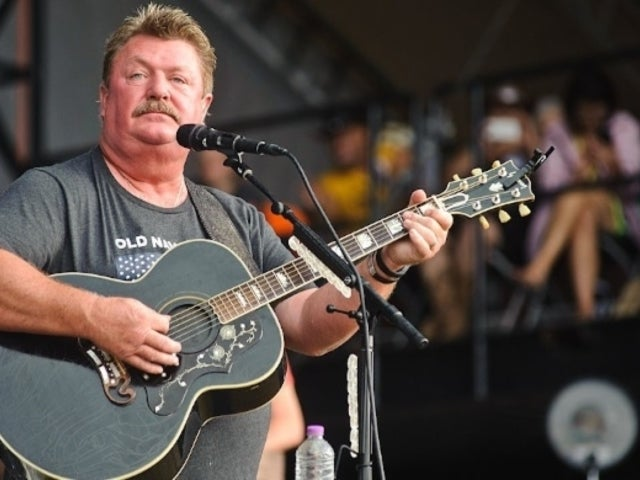 Joe Diffie, '90s Country Singer, Mourned by Fans on Social Media Following Death From Coronavirus Complications