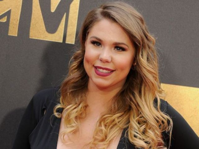 'Teen Mom 2' Star Kailyn Lowry Bares All for Maternity Photoshoot While in Iceland