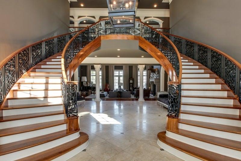 kelly clarkson house foyer