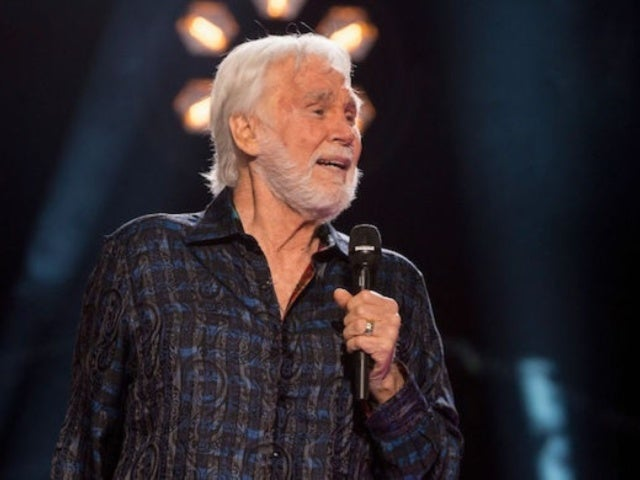 Kenny Rogers Posthumously Tops 'Billboard' Chart for First Time Since 1986