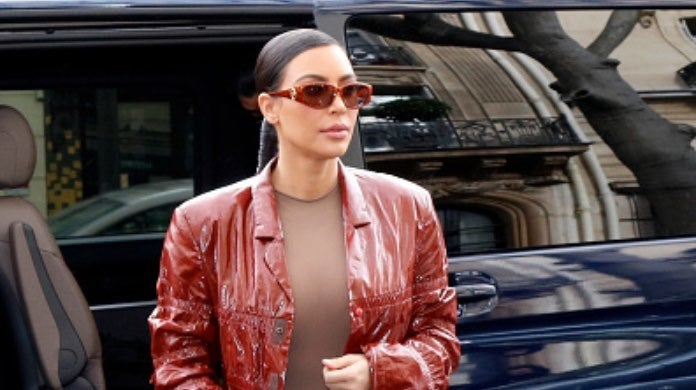 Kim Kardashian - hand sanitizer-2