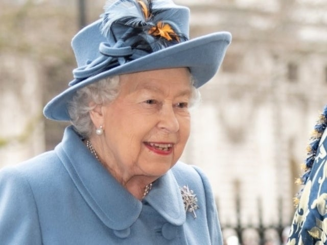Queen Elizabeth Reportedly Quits Buckingham Palace Following Coronavirus Fears