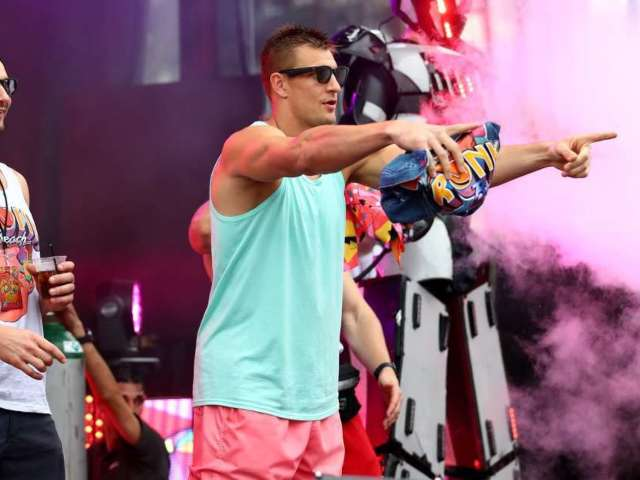 Rob Gronkowski Confirmed for WWE SmackDown Appearance Ahead of Wrestlemania 36