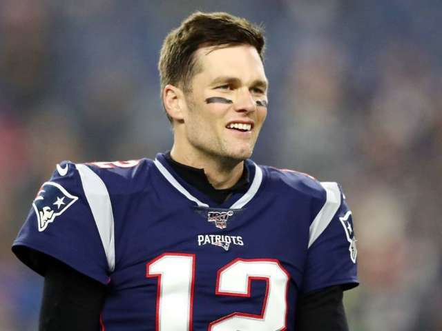 Tom Brady Signs Contract With Tampa Bay Buccaneers in New Photo