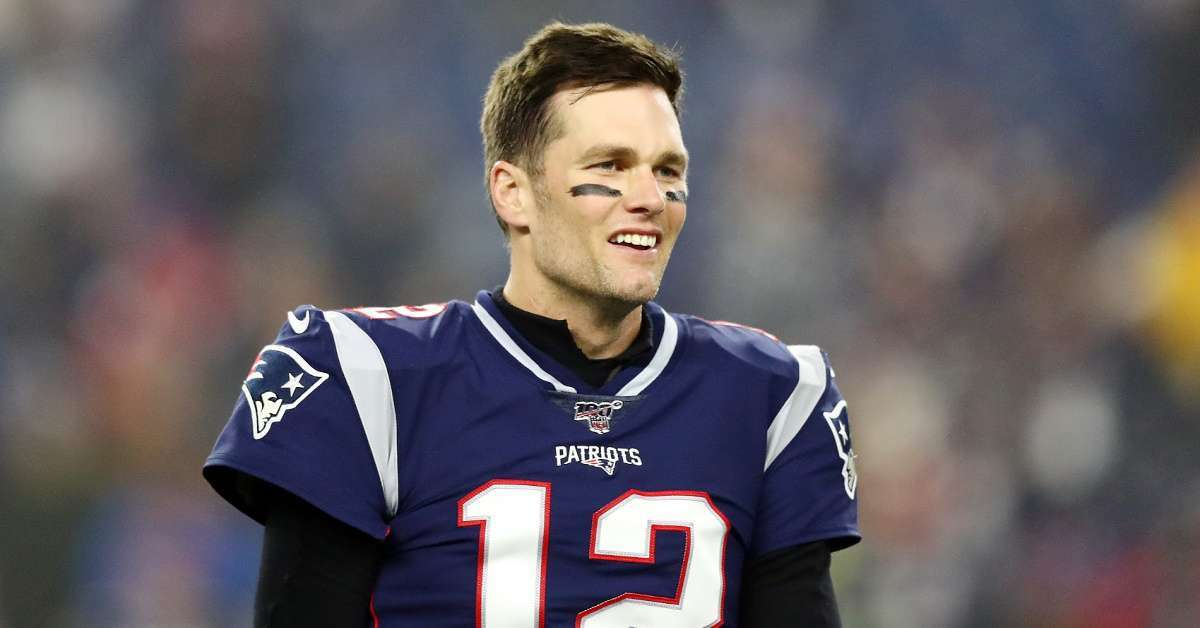 Tom Brady signs contract