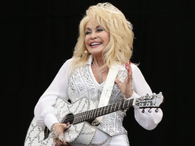 Dolly Parton Takes Fans to Church With Easter Living Room Performance
