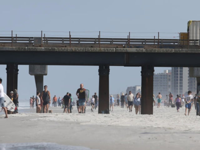 Jacksonville: Infectious Disease Expert Slams Decision to Reopen Beaches as 'Premature'