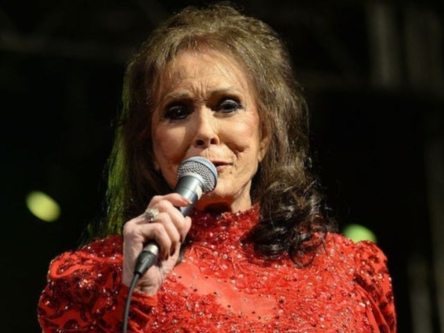 Loretta Lynn Records Cover of Patsy Cline's 'I Fall to Pieces'