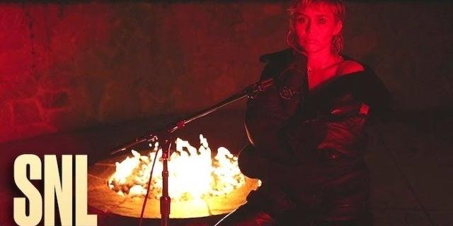 miley-cyrus-snl-red-lighting-nbc