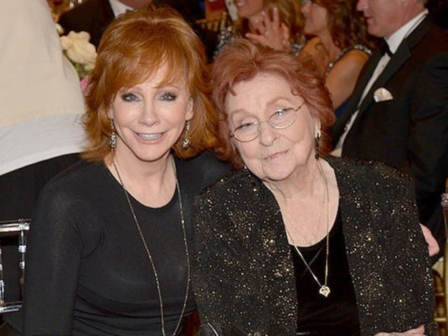Reba McEntire Shares Photos From Her Mother Jacqueline's Funeral