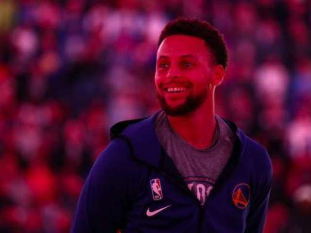 Stephen Curry FaceTimes Oakland Nurse Who Wears His Jersey for Strength Amid COVID-19 Pandemic