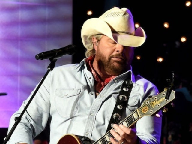 Toby Keith Honors Statler Brothers' Harold Reid With Cover of 'Flowers on the Wall'
