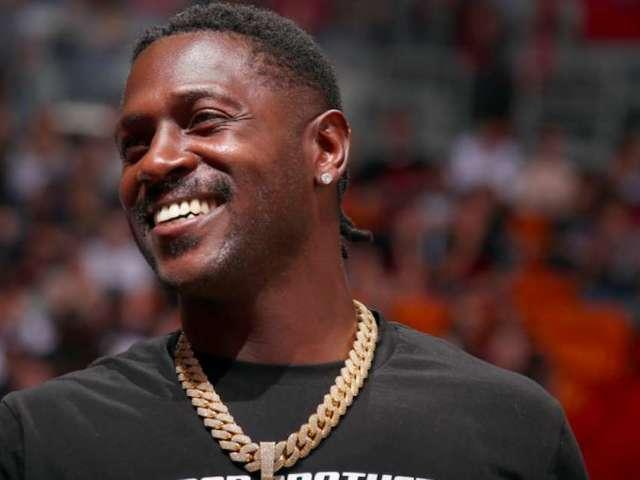 Antonio Brown Eligible to Return to NFL Field Following Week 8