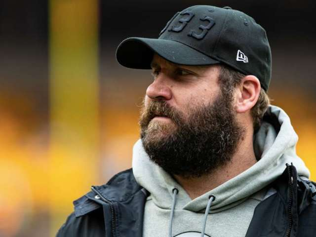 Steelers QB Ben Roethlisberger Announces 'He's Back' from Elbow Injury With Beard Trim, Workout Video