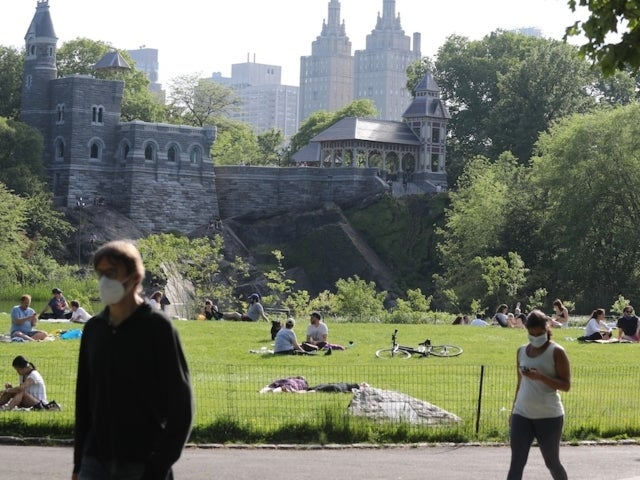 Video Shows White Woman Calling Police on a Black Man After He Asks Her to Leash Her Dog in Central Park