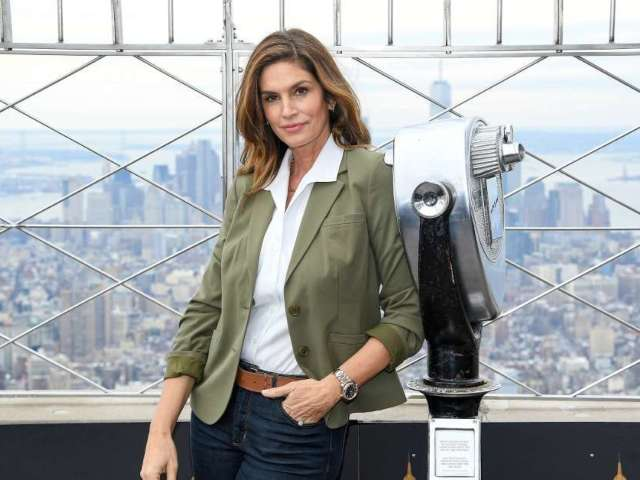 Cindy Crawford Shows off Basketball Skills in Dennis Rodman Jersey, Air Jordans in Honor of 'The Last Dance'