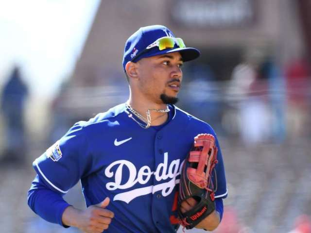 Dodgers Star Mookie Betts Surprises Tennessee Supermarket by Buying Customer's Groceries, Pizza for Staff