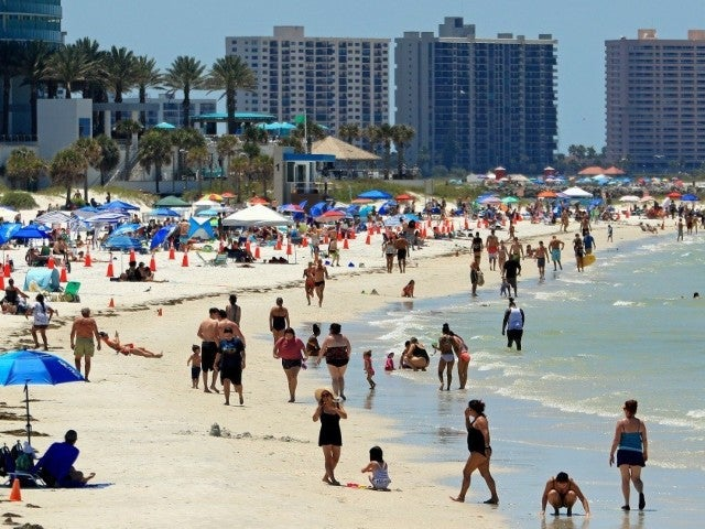 Naples, Florida Closes Down Beaches After Beachgoers Crowd Beach, Disobey Social Distancing Guidelines