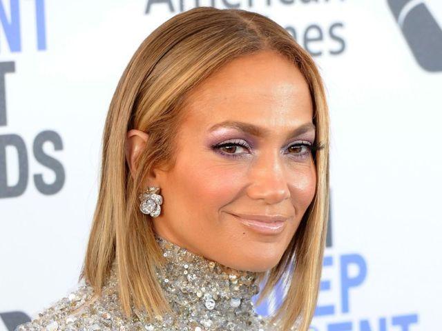 Jennifer Lopez Reveals New Quarantine Workout Selfies