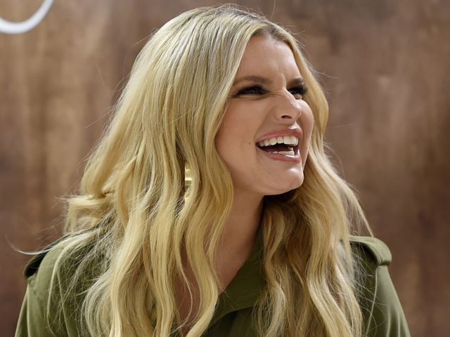 Jessica Simpson Reveals Early Morning Workout Selfie