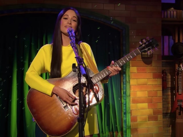 Kacey Musgraves Sings 'Rubber Duckie' on Elmo's Late-Night Show