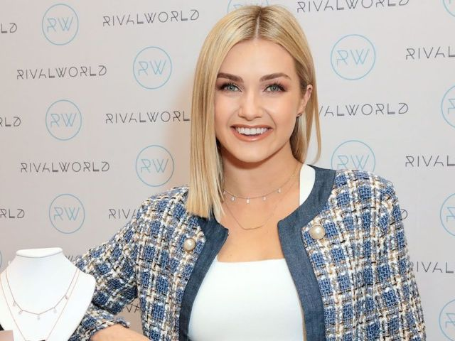 'Dancing With the Stars' Pro Lindsay Arnold Pregnant With First Child
