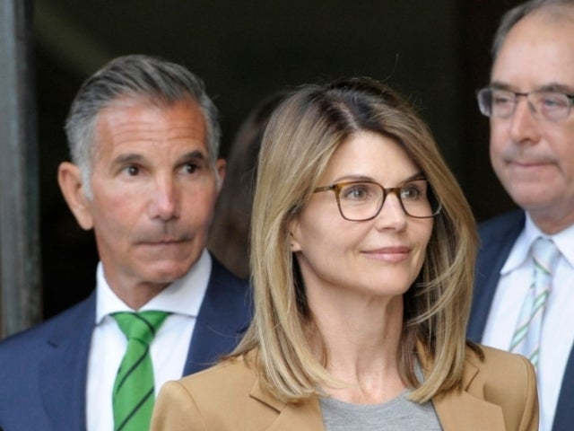 Lori Loughlin, Mossimo Giannulli Hoping to Serve Sentences at Different Times