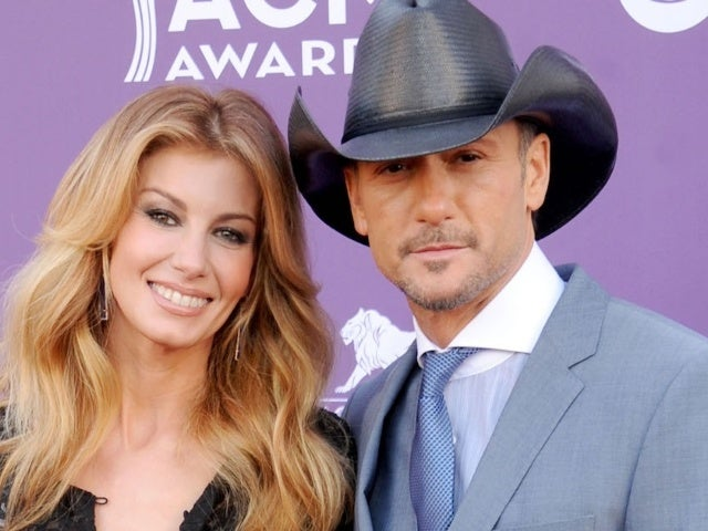Tim McGraw Plants a Kiss on Wife Faith Hill in Soul2Soul: The World Tour Throwback