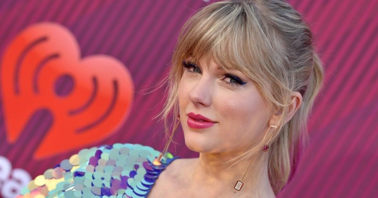 Taylor Swift Fans Spot Easter Egg in Her 'Fearless' Announcement.jpg