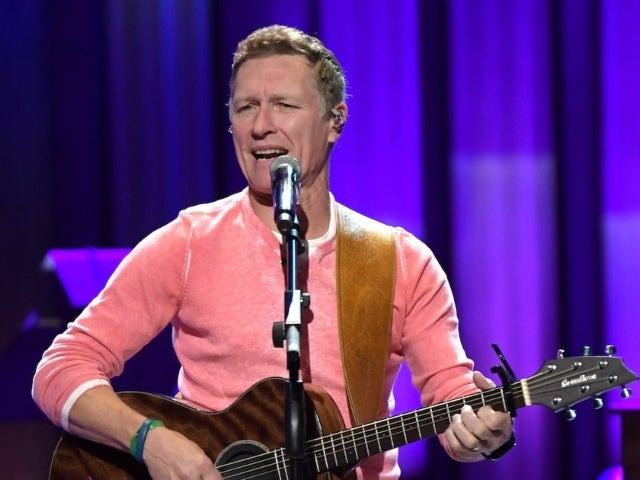 Craig Morgan Tributes Front-line Workers With New Song 'The Mask'