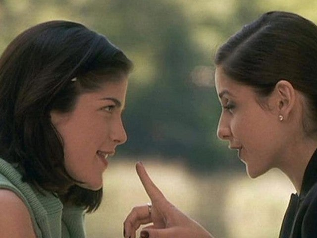 Sarah Michelle Gellar and Selma Blair Recreate Famous 'Cruel Intentions' Kiss With a Twist