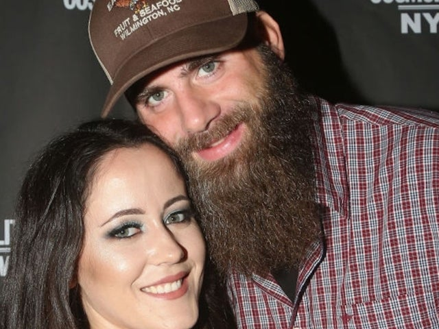 Jenelle Evans and David Eason Ignore Walmart Face Mask Requirements, Mock Shoppers in New Video