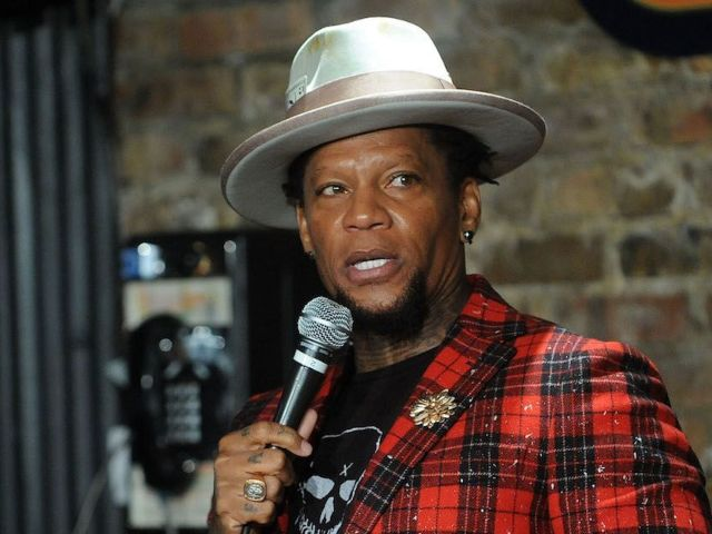 D.L. Hughley Passes out Onstage During Zanies Nashville Performance