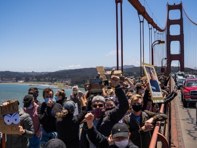 Couple Gets Engaged as San Francisco Protesters Pack Golden Gate Bridge
