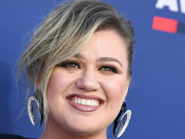 Kelly Clarkson Spotted for the First Time in New Photos Since Filing for Divorce From Brandon Blackstock