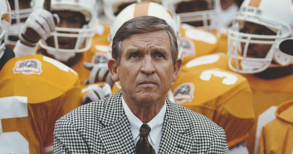 Legendary Tennessee football coach Johnny Majors dead 85
