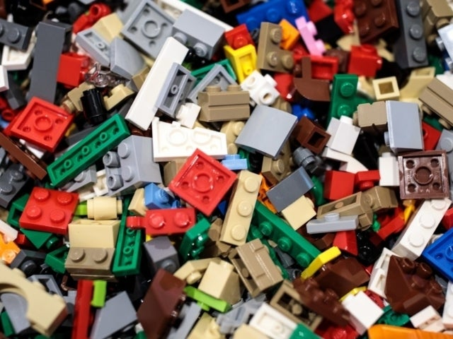 LEGO Clarifies Request to Stop Advertising Police and White House Playsets