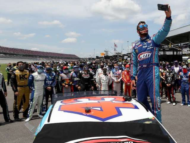 NASCAR Releases Photo of Noose Found in Bubba Wallace's Garage and Twitter Explodes