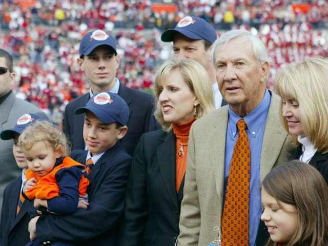 Auburn Fans Mourn Death of Legendary Coach Pat Dye