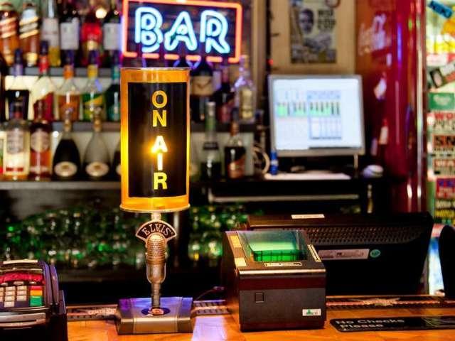 Philadelphia Bar Owner Pulls Gun on Customer Over Argument About Face Masks and Donald Trump