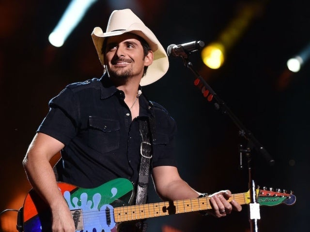 Brad Paisley Releases Acoustic Version of 'No I in Beer'