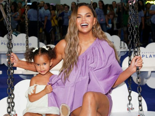 Chrissy Teigen Shares Twinning Photo With 4-Year-Old Daughter Luna