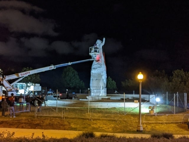 Christopher Columbus Statue Removed From Grant Park in Chicago in Middle of the Night