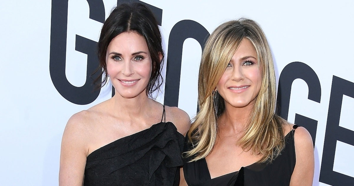 courteney cox jennifer aniston getty images