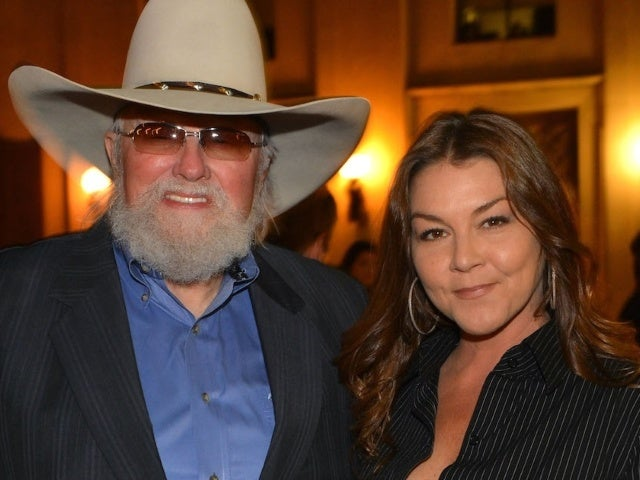Watch Gretchen Wilson Tribute Charlie Daniels With 'I'll Fly Away'