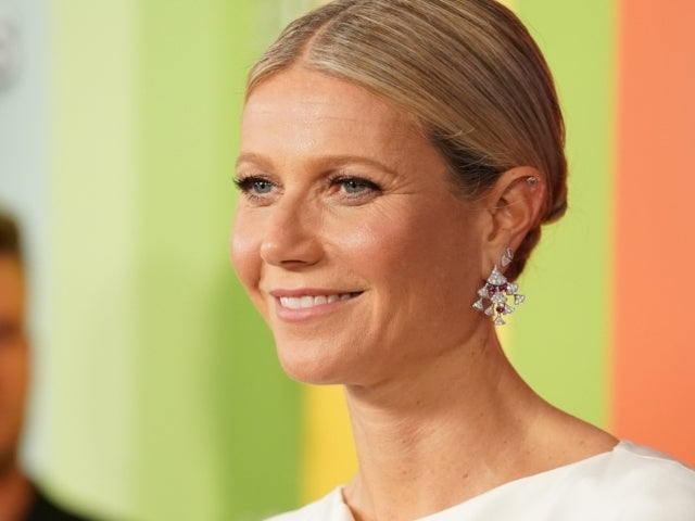 Gwyneth Paltrow and Her Daughter Are 'Summer' Twins in New Photo