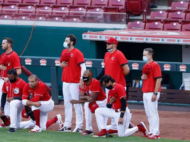 Joey Votto Among 4 Reds Players to Kneel During National Anthem